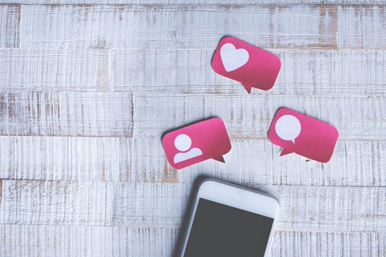 smartphone et réseaux sociaux